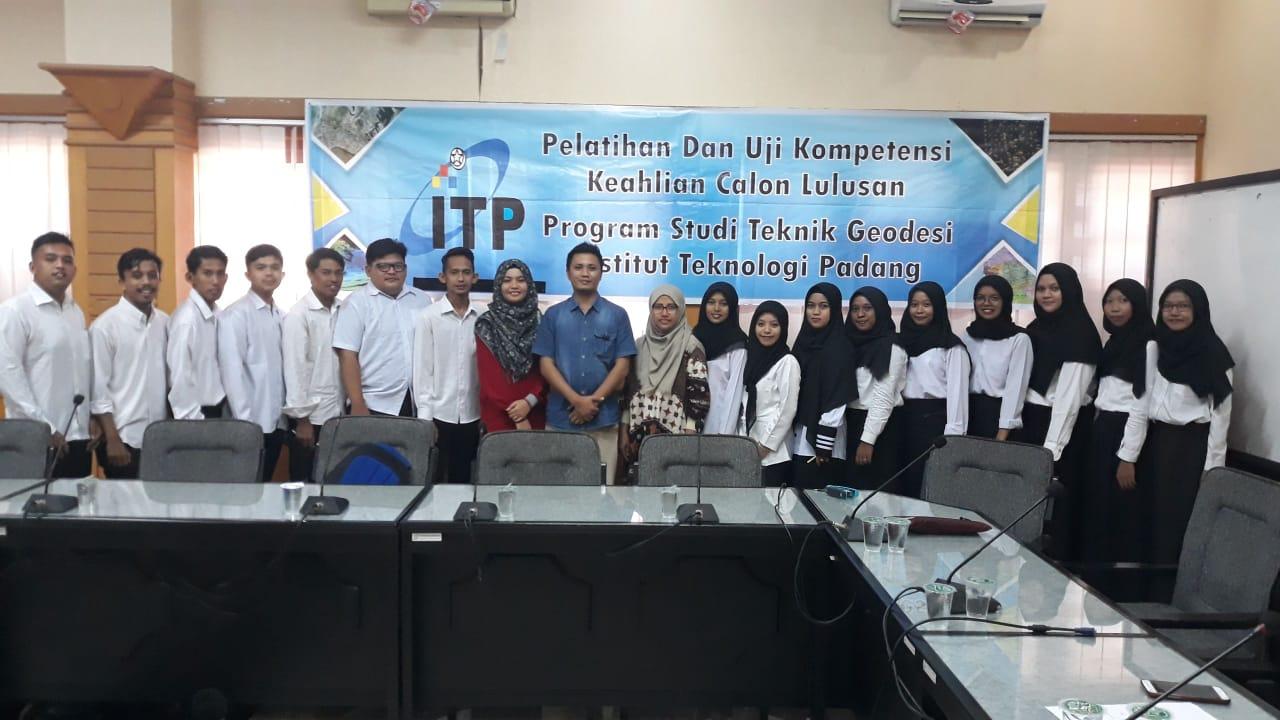 Pelatihan dan Uji Kompetensi Keahlian Calon Lulusan Teknik Geodesi